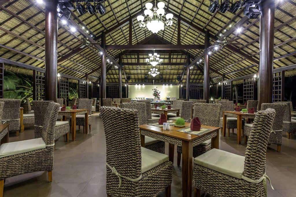 Nhà hàng Marina phục vụ buffet, thực đơn các món quốc tế và Việt Nam tự chọn