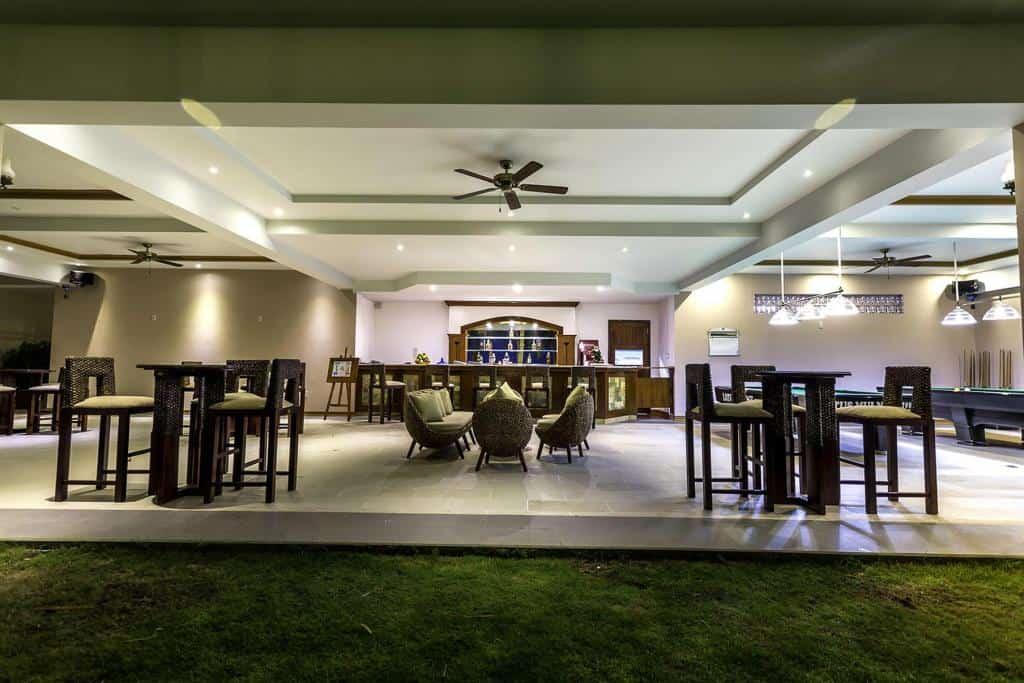 Orchid Cafe & Restaurant là nơi để bạn thưởng thức những tách café, trà và bánh ngọt