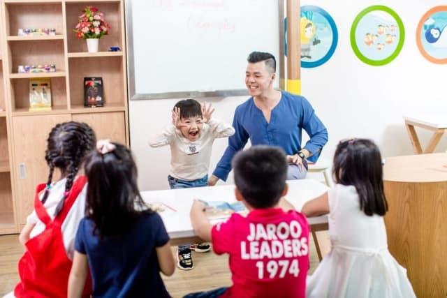 Tổ chức các trò chơi tiếng Anh liên quan đến Trung thu cho trẻ. Ảnh: Internet
