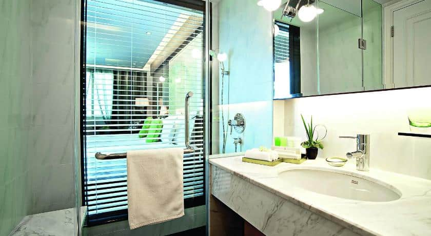 Không gian bên trong toilet tại phòng Superior 2 giường đơn - Nguồn ảnh: Internet