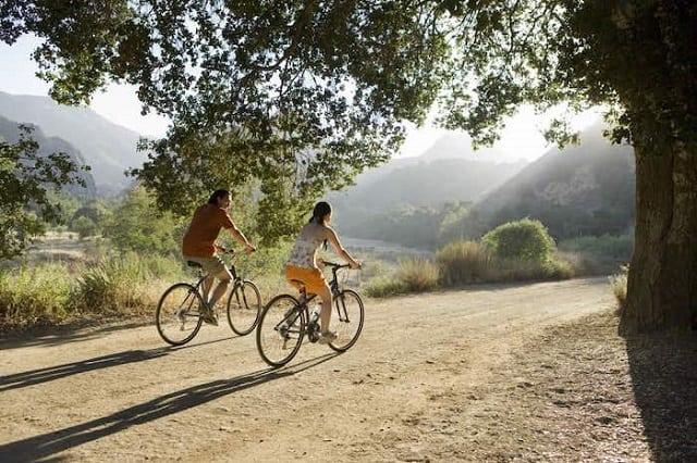 Đạp xe xung quanh nơi ở