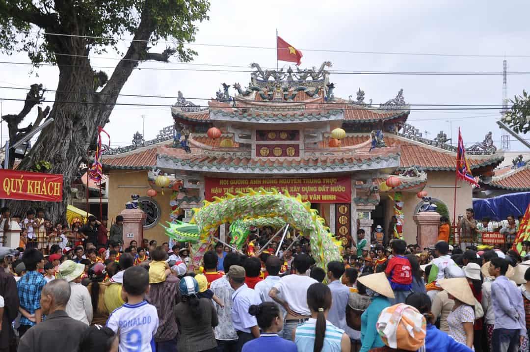 Lễ hội đền thờ Nguyễn Trung Trực ở Phú Quốc tháng 10. Hình: Sưu tầm