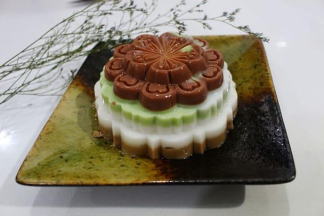 Chiếc bánh Trung thu rau câu mới mẻ đang thu hút nhiều thực khách. Ảnh: Internet
