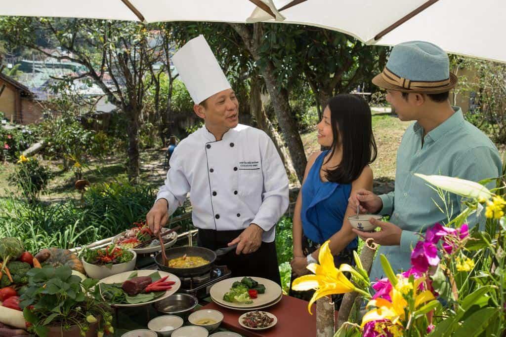 Tìm hiểu về những kinh nghiệm nấu ăn cùng đầu bếp tại khu nghỉ dưỡng