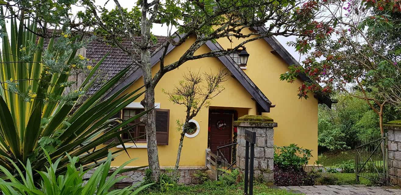 Đến với Ana Mandara Villas Dalat Resort & Spa, góc nào cũng là nơi du khách có thể chụp cho mình những bức ảnh sống động với view cực thơ mộng, cổ điển.
