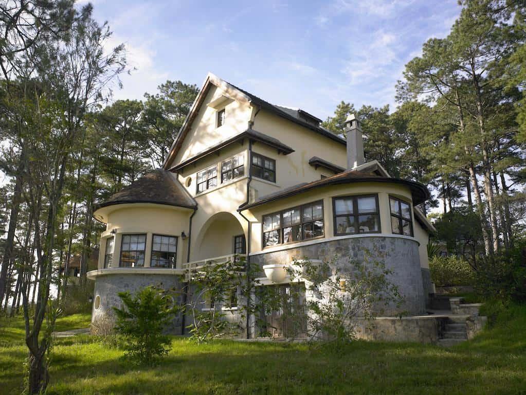 Mỗi biệt thự xinh xắn ở đây có từ 3 – 5 phòng nghỉ và phòng khách lớn để du khách có thể cùng sưởi lò đốt củi và sinh hoạt chung.
