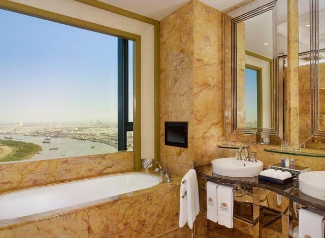Thiết kế phòng tắm sử dụng đá cẩm thạch sang trọng khiến du khách được thư giãn và nghỉ dưỡng tuyệt đối
