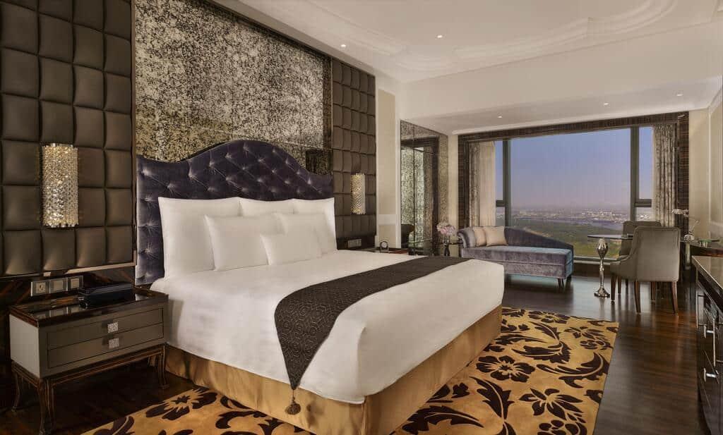 Phòng Deluxe là phòng nghỉ được thiết kế theo phong cách cổ điển với view sông Sài Gòn