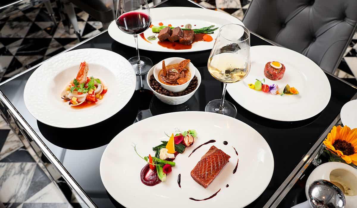 Thưởng thức ẩm thực, đồ uống tinh tế cùng âm nhạc Pháp cổ điển tại Café Cardinal.