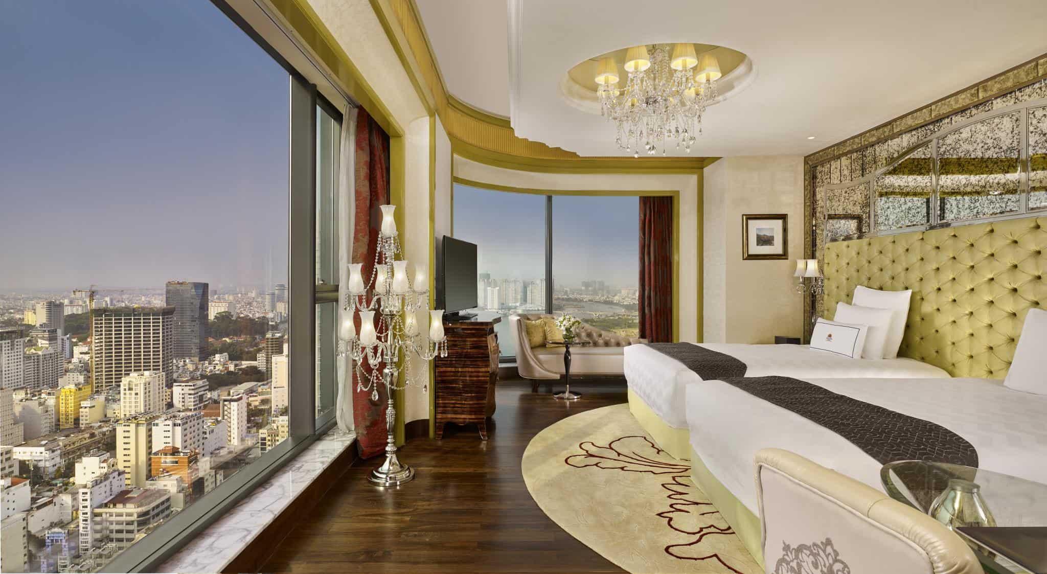 Phòng nghỉ xa hoa, sang trọng với view toàn cảnh Sài Gòn ấn tượng.