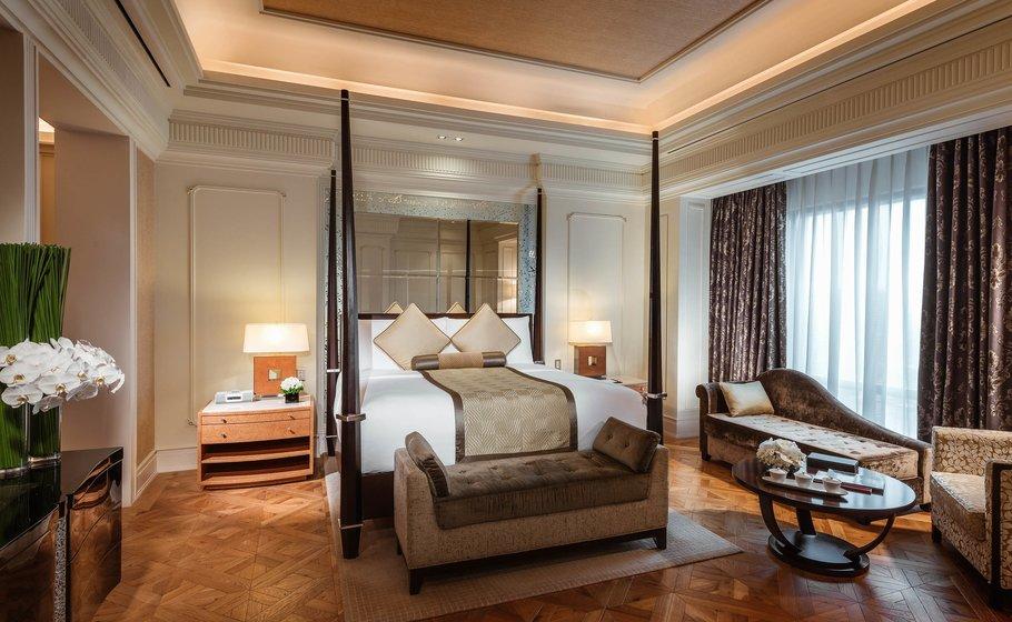 Phòng suite với thiết kế sang trọng đẳng cấp nhưng không kém phần ấm cúng để du khách tận hưởng giây phút nghỉ ngơi tại khách sạn