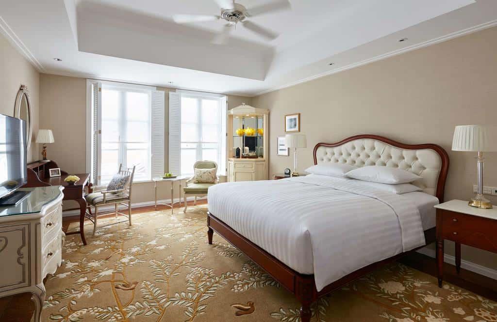 Phòng nghỉ được thiết kế ấm áp với màu sắc thanh lịch