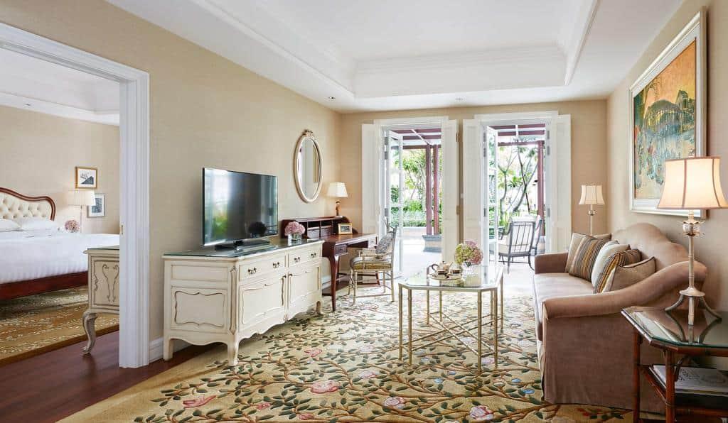 Phòng Suite đẳng cấp với không gian rộng rãi, thiết bị tiện nghi