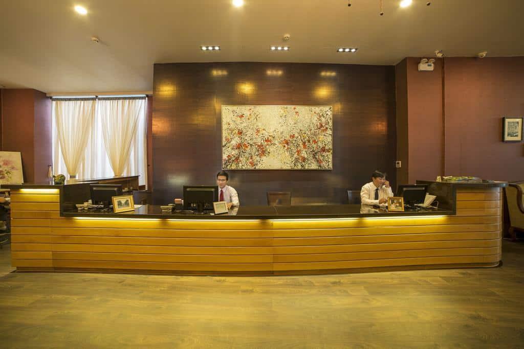 Quầy lễ tân của khách sạn Asian Ruby Select Hotel
