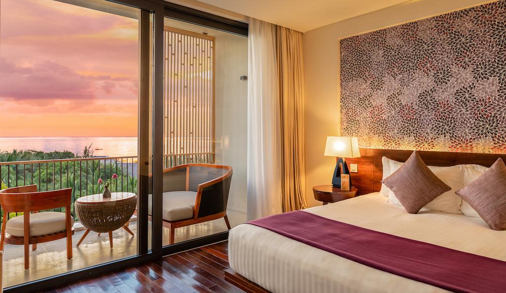 Phòng Suite Hướng Biển là sự lựa chọn hoàn hảo dành cho các gia đình hoặc cặp đôi bởi những tiện nghi hiện đại đan xen với văn hóa địa phương mà không nơi nào có được.