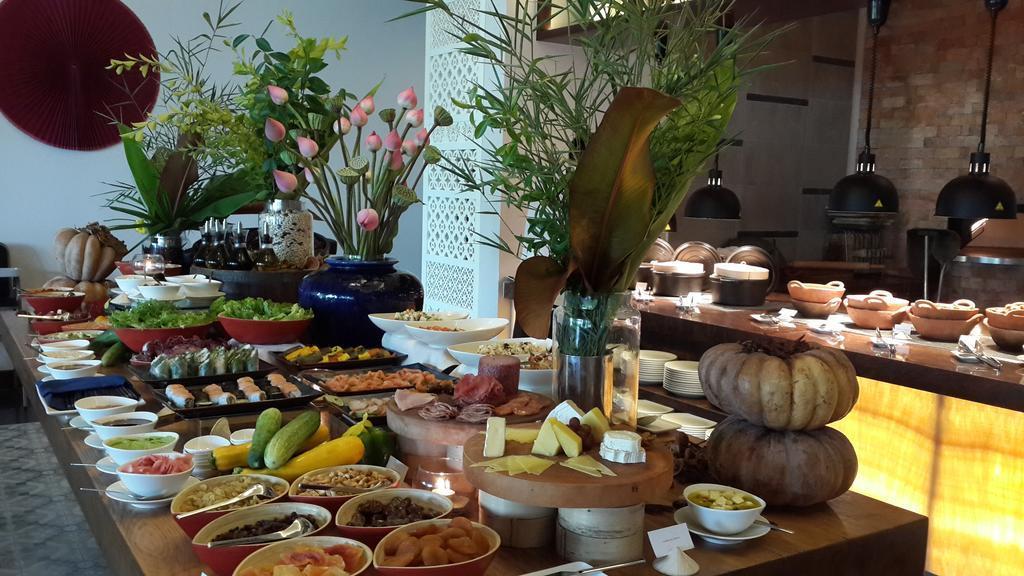 Buffet sáng Sparking với đa dạng món ăn, thức uống