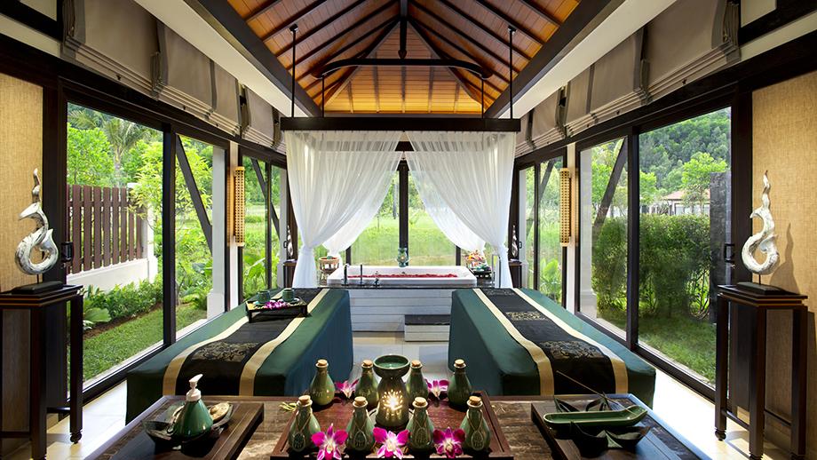 Dịch vụ Spa tại Banyan Tree Lăng Cô giúp du khách có thể tận hưởng nhiều liệu trình chăm sóc từ các kỹ thuật viên spa chuyên nghiệp, trong một không gian thiên nhiên tươi đẹp.
