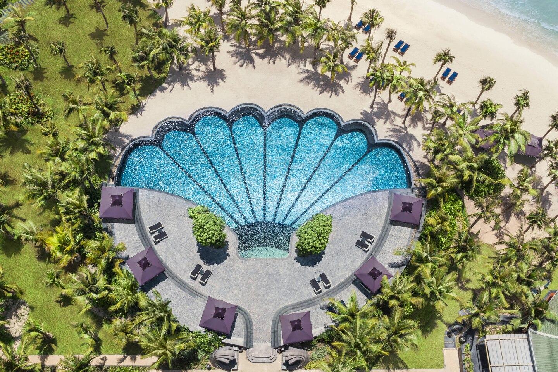 Bể bơi với cái nhìn đầy nghệ thuật tại khu nghỉ dưỡng