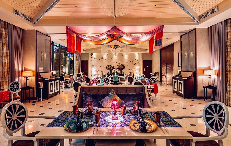 Pakka Indian Restaurant dựa theo cảm hứng của ẩm thực miền bắc Ấn với phương pháp nấu ăn truyền thống Ấn Độ