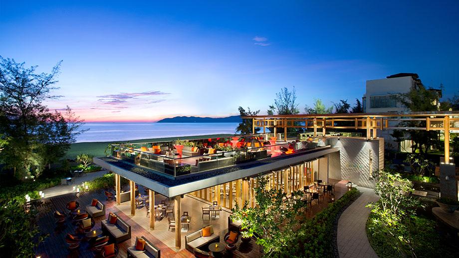 Moomba phục vụ ẩm thực hải sản miền Trung Việt Nam và Đông Nam Á.