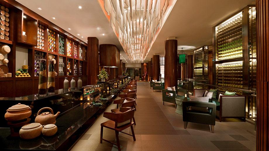 Nhà hàng Rice Bar và Rice Bowl phục vụ các món ăn truyền thống, rượu và cocktail hảo hạng cũng làm từ gạo.