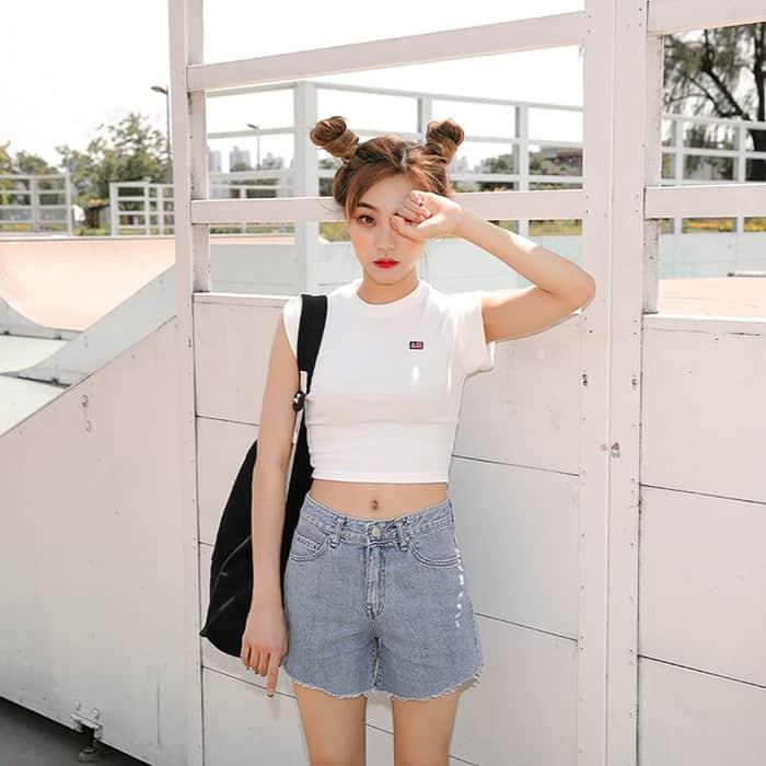 Áo thun croptop mix quần short khoe dáng xinh - Nguồn ảnh: Interet