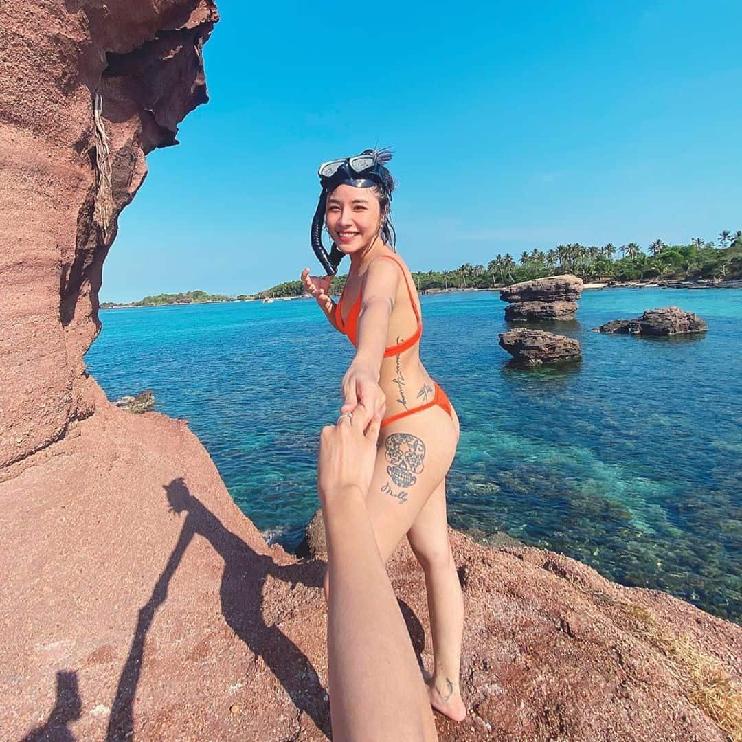 Bikini là trang phục không thể thiếu khi đi Phú Quốc. Hình: @linhshuu__