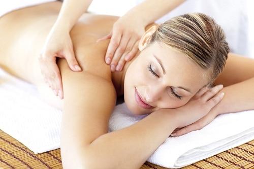 massage trị hôi nách