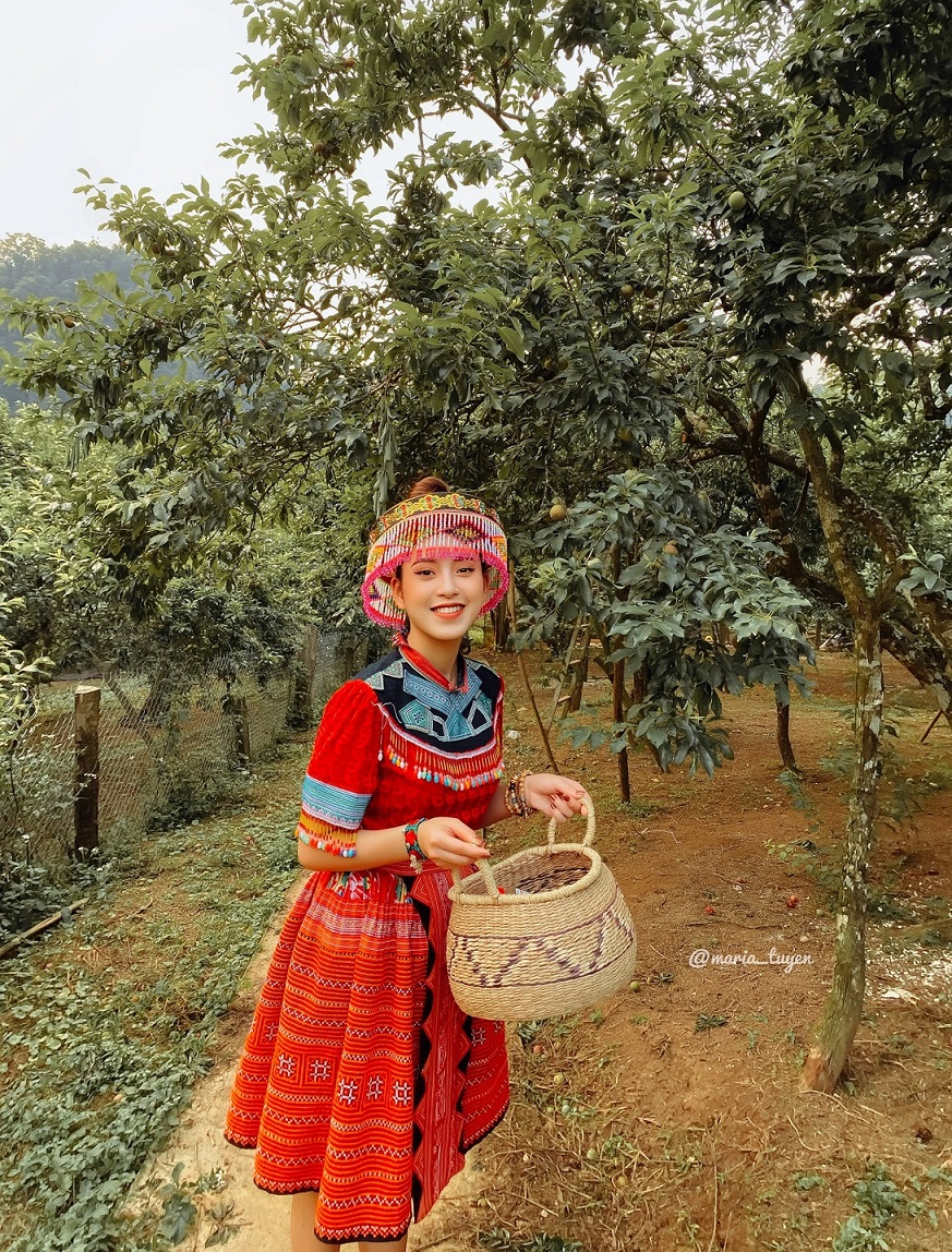 Những bộ trang phục dân tộc giúp bạn nổi bật hơn rất nhiều. Hình: Maria Tuyền