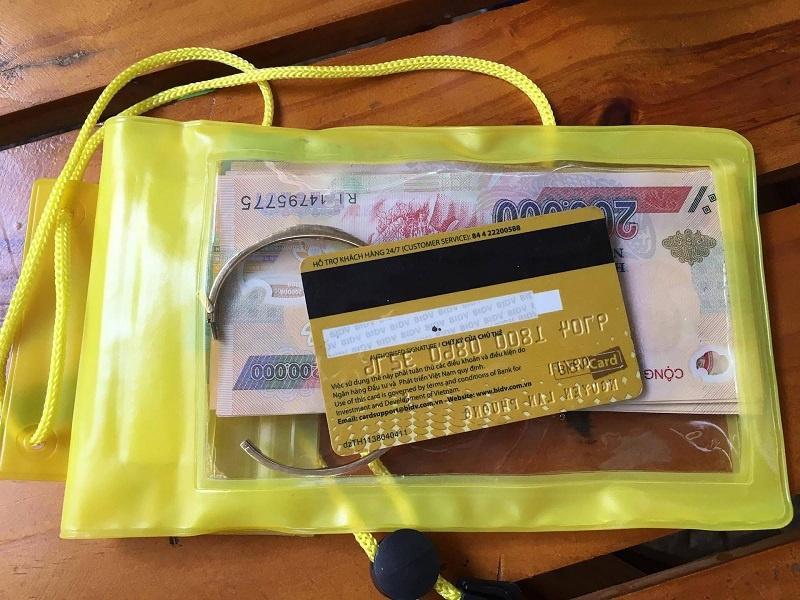 Tiền mặt và thẻ ATM