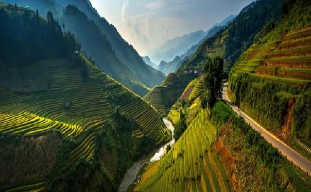Đèo Khau Phạ là một trong những cung đường đèo đẹp và hiểm trở bậc nhất ở Tây Bắc