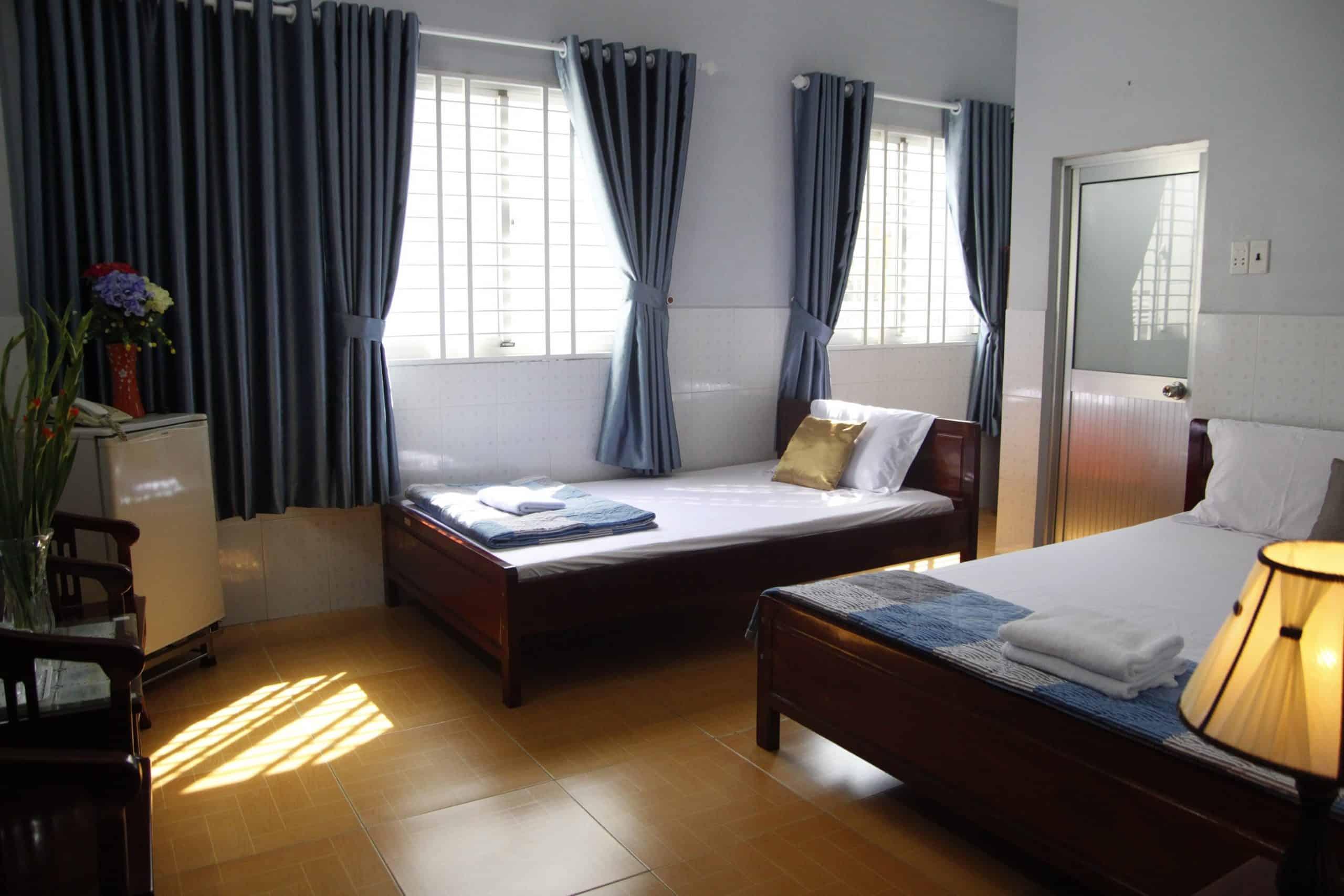 Phòng 2 giường đôi với 2 cửa sổ ngập tràn nắng