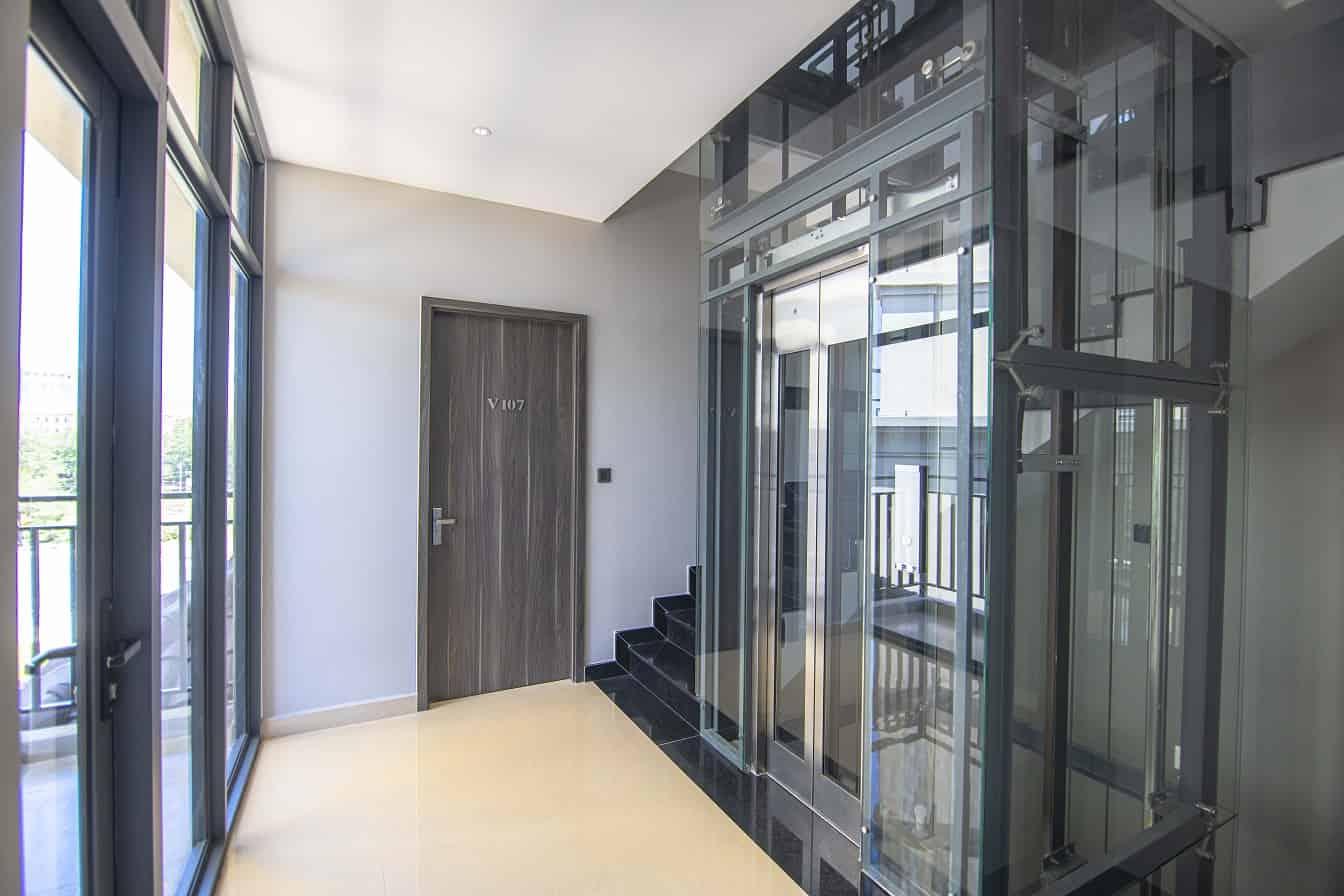Câu thang và sảnh của các phòng ngủ riêng biệt