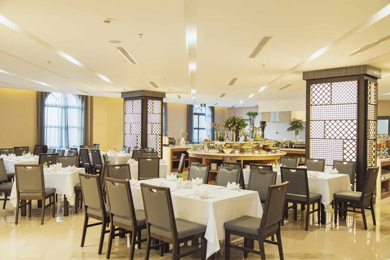 Nhà hàng tại The Cap Hotel có tổng sức chứa lên đến 500 khách