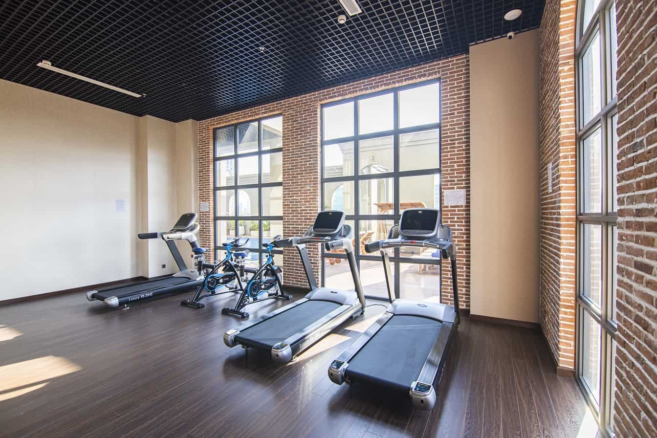 Phòng tập gym được trang bị đầy đủ máy móc hiện đại