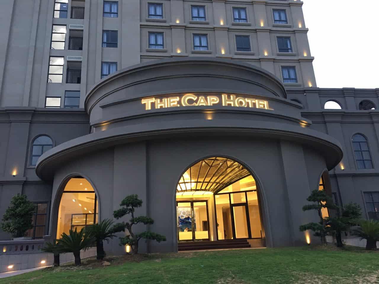 The Cap Hotel sở hữu lối kiến trúc phương Tây sang trọng, hiện đại