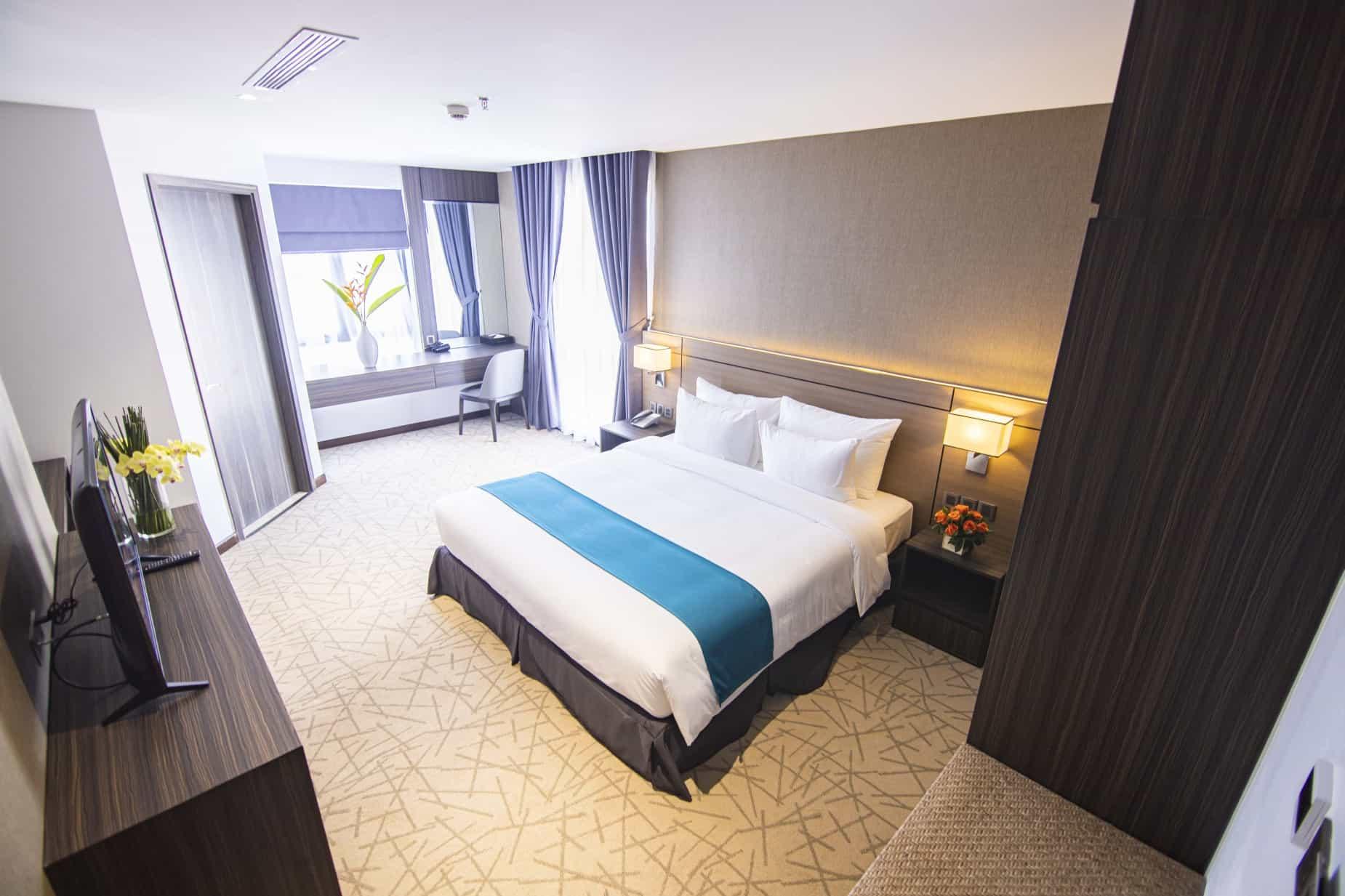 Phòng Deluxe với không gian rộng rãi, thoải mái