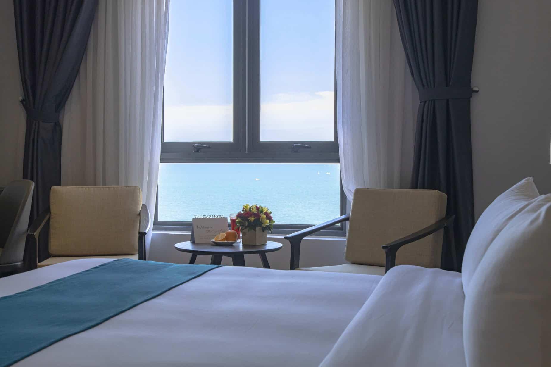 Phòng Deluxe hướng biển để bạn thỏa thích hòa mình vào không khí trong lành