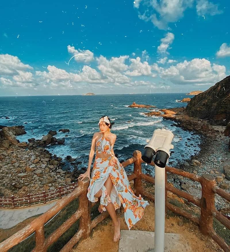 4 gợi ý mặc đồ chụp hình đẹp khi đi biển