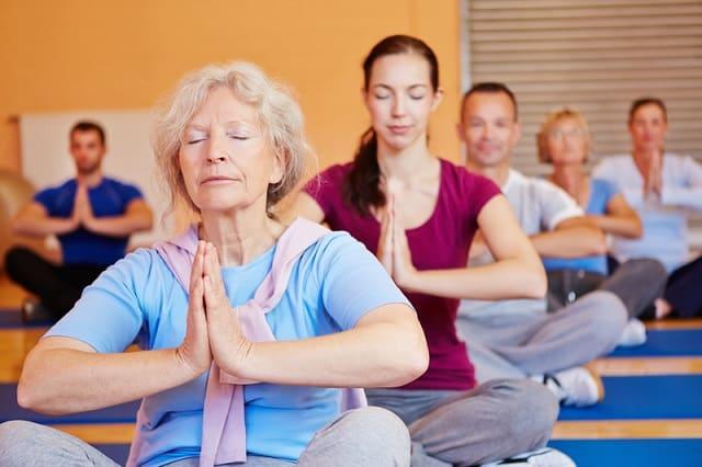 Tặng mẹ thẻ tập yoga, thiền,...để nâng cao sức khỏe