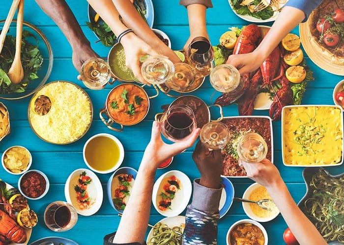"""Cuối tuần là dịp """"nuông chiều"""" vị giác với những món ăn ngon bên cạnh bạn bè người thân - Nguồn ảnh: Internet"""