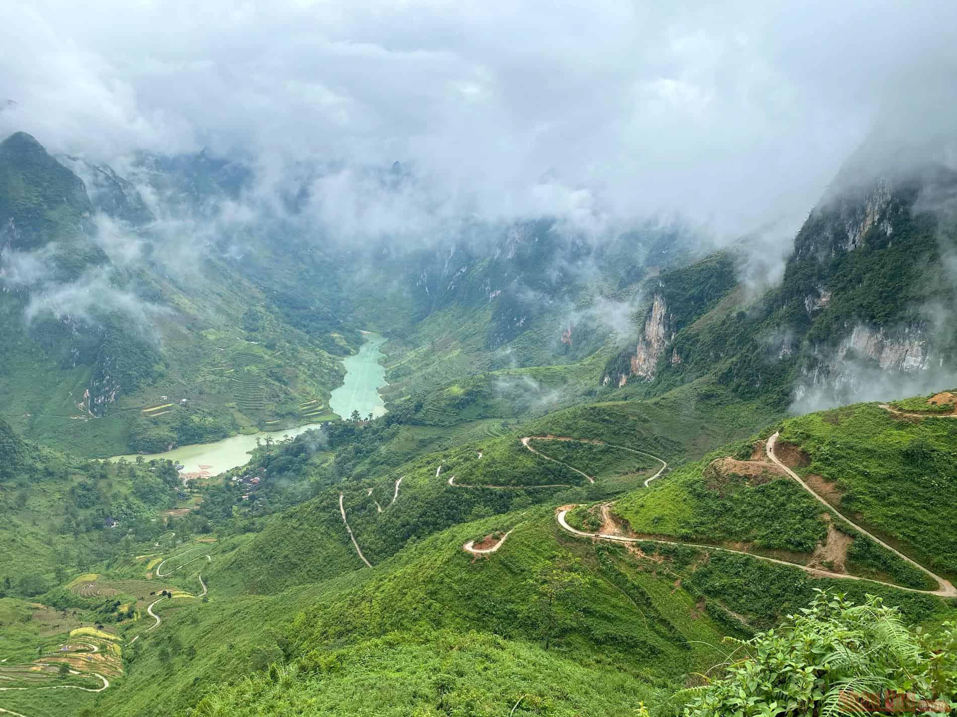 Con đường nhỏ xíu của đèo Tà Làng. Hình: Sưu tầm