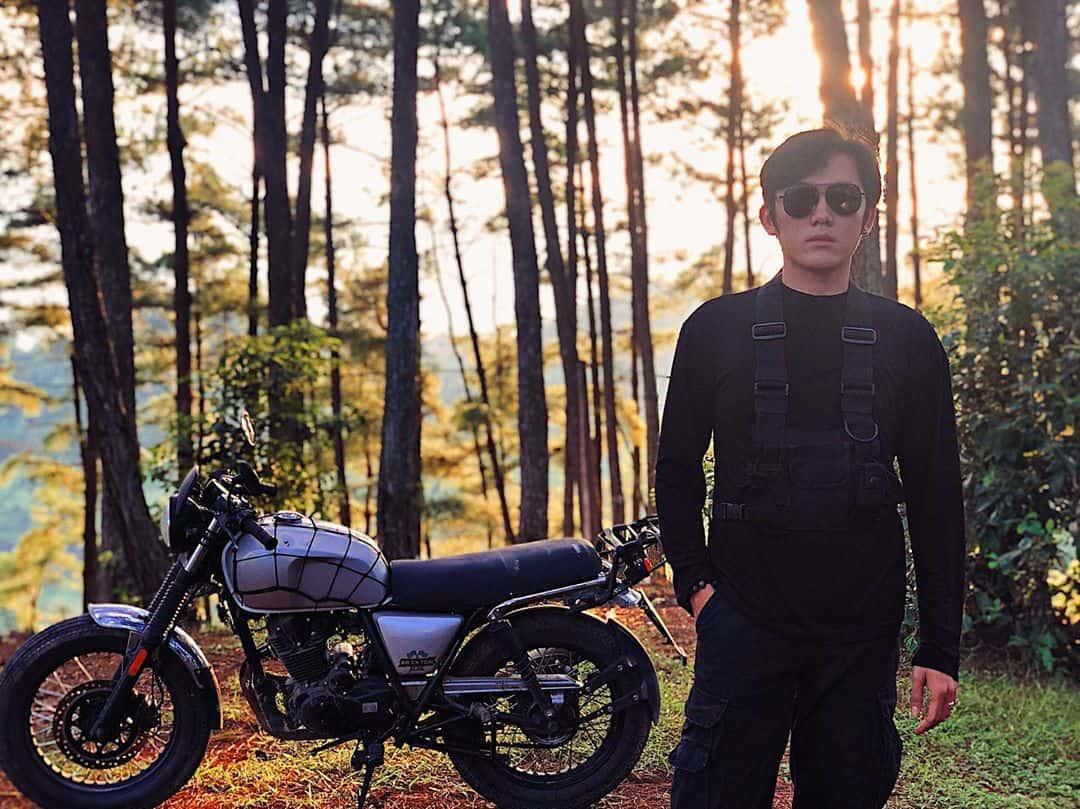 Nếu đi xe máy, bạn có thể vào thẳng bên trong rừng. Hình: @teapaul
