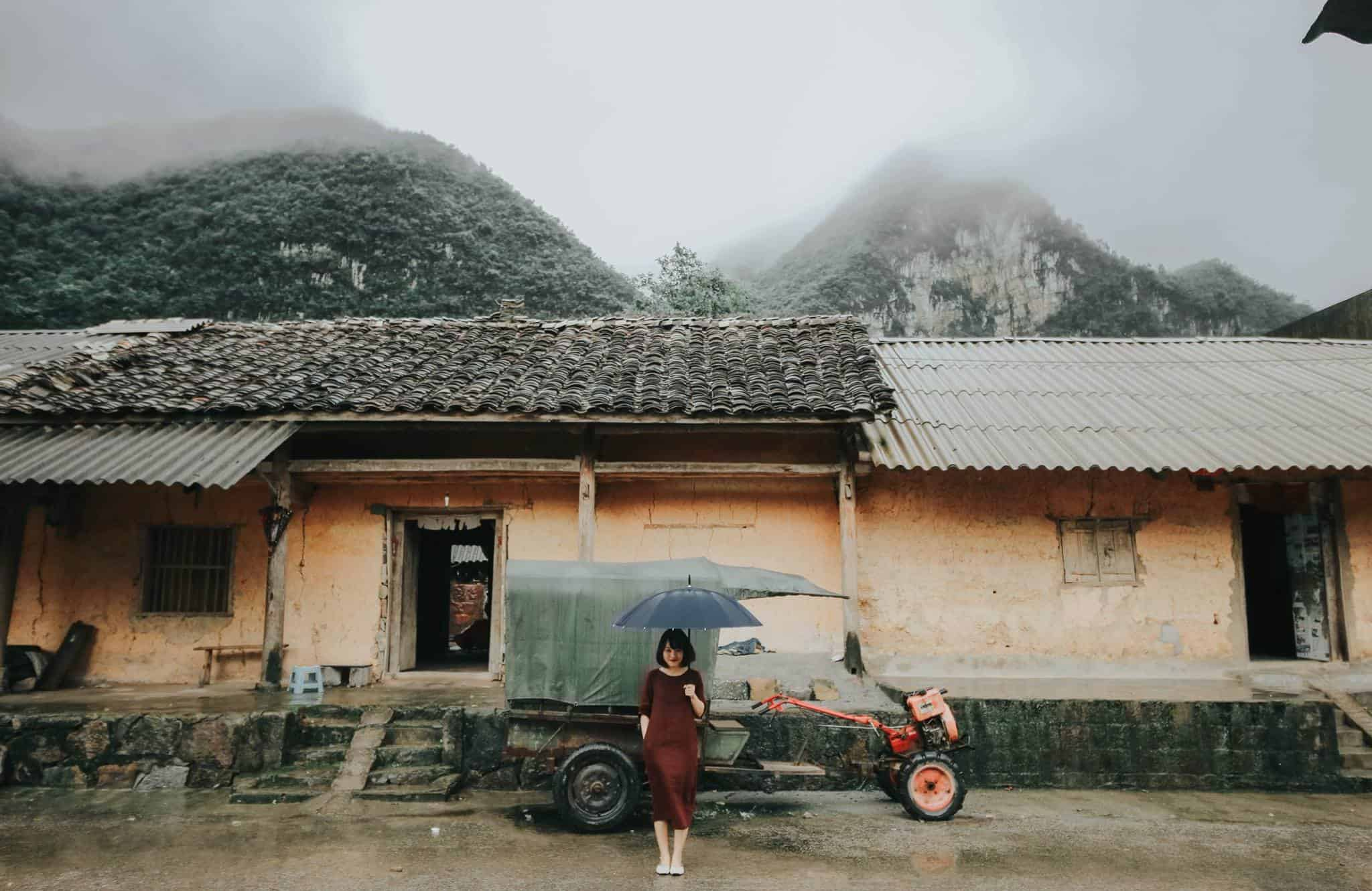 Những căn nhà cũ kỹ nhuốm màu thời gian. Hình: Hoàng Linh Hà