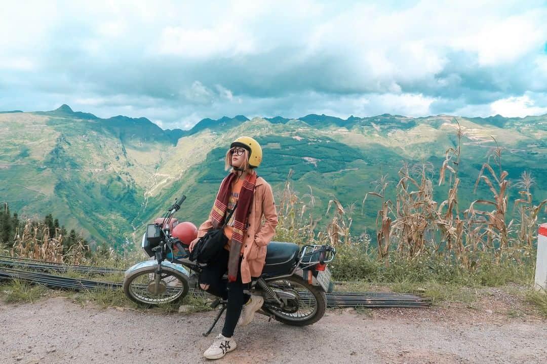Chinh phục đèo Mã Pì Lèng bằng xe máy. Hình: @yen.lee.vivu