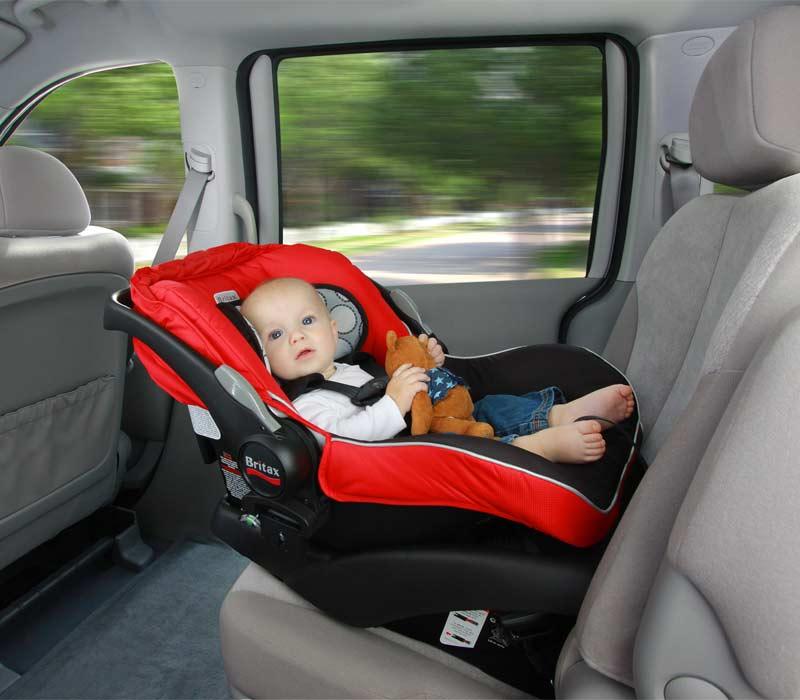 Cha mẹ cần theo dõi để đảm bảo sức khỏe của trẻ thật tốt khi di chuyển đường dài bằng ô tô