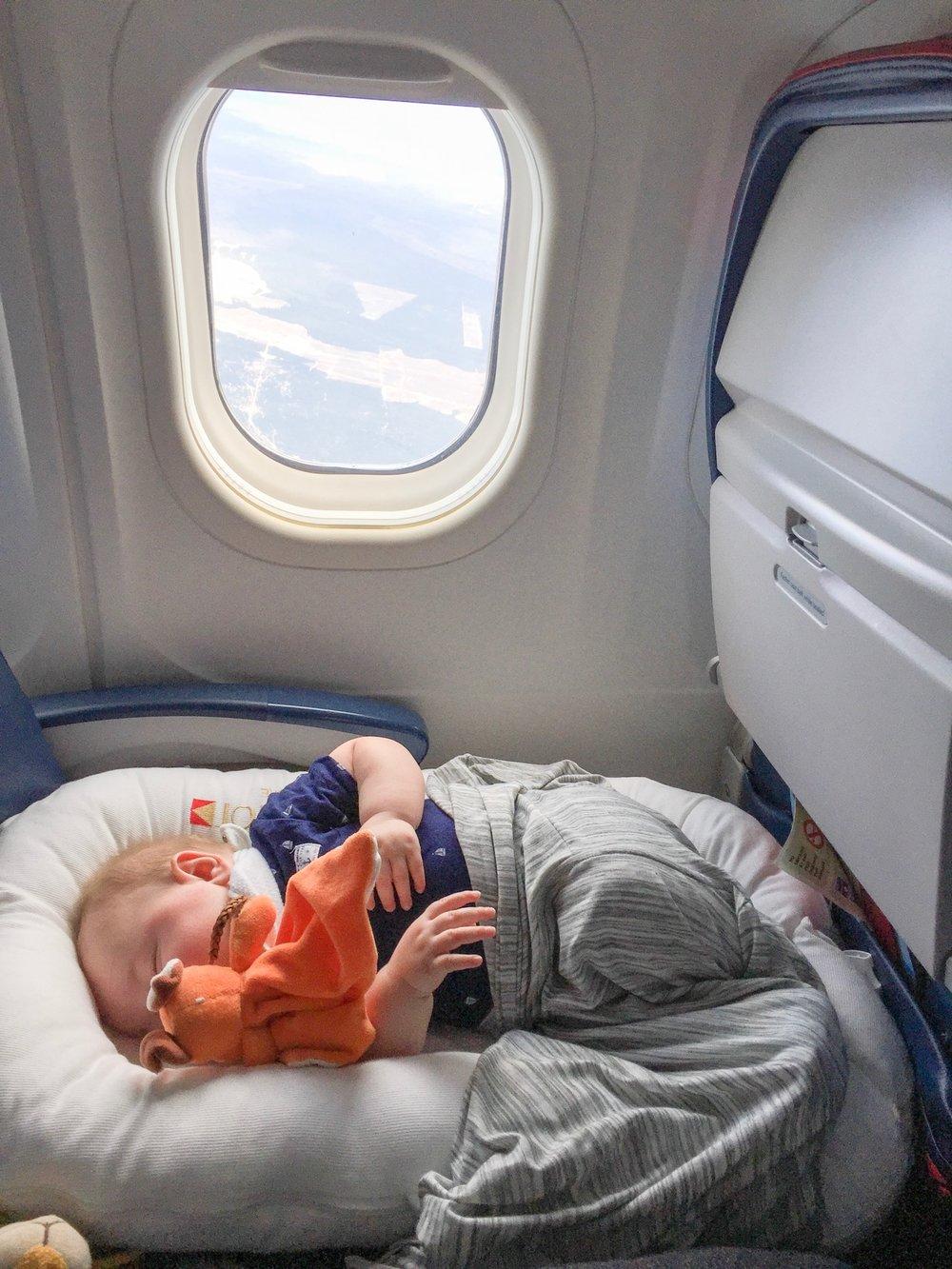 Chuẩn bị kỹ càng trước khi lên máy bay sẽ giúp bạn và em bé có một chuyến bay suôn sẻ và thoải mái