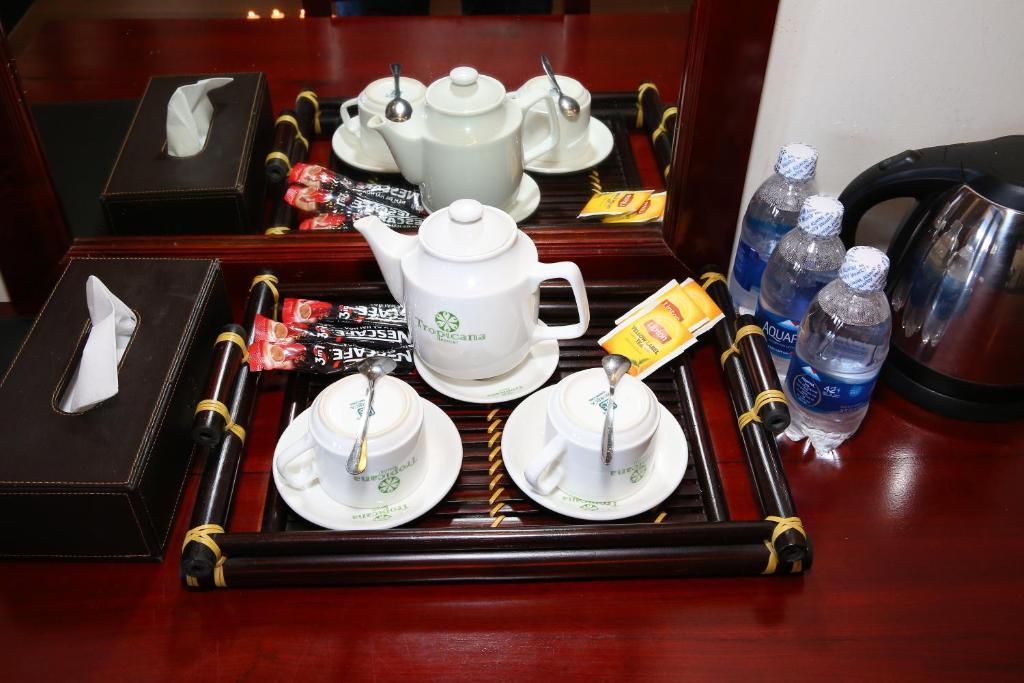 Nước uống, trà và cà phê luôn phục vụ sẵn cho du khách