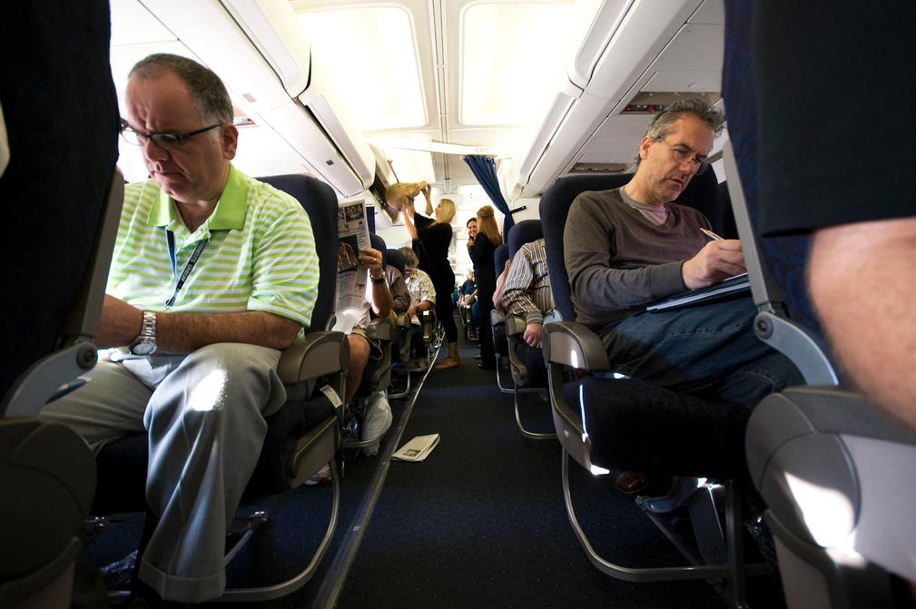 Người cao tuổi đến bao nhiêu tuổi thì không được đi máy bay?