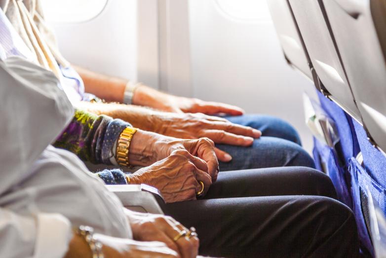 Nhiều hãng hàng không đưa ra các dịch vụ hỗ trợ tận tình cho người cao tuổi đi máy bay